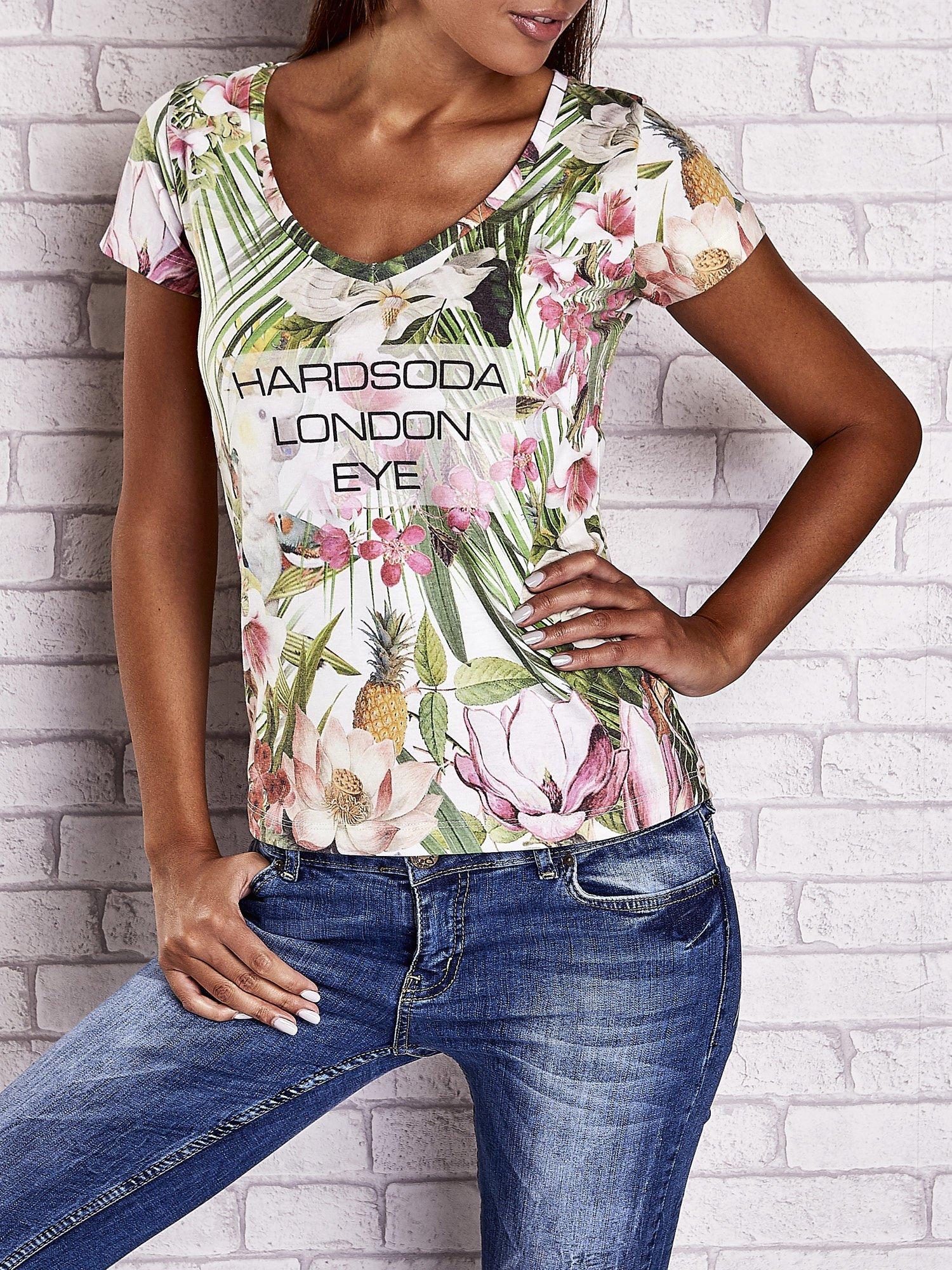 Zielony t-shirt w ananasy z egzotycznym nadrukiem i napisem                                   zdj.                                  1