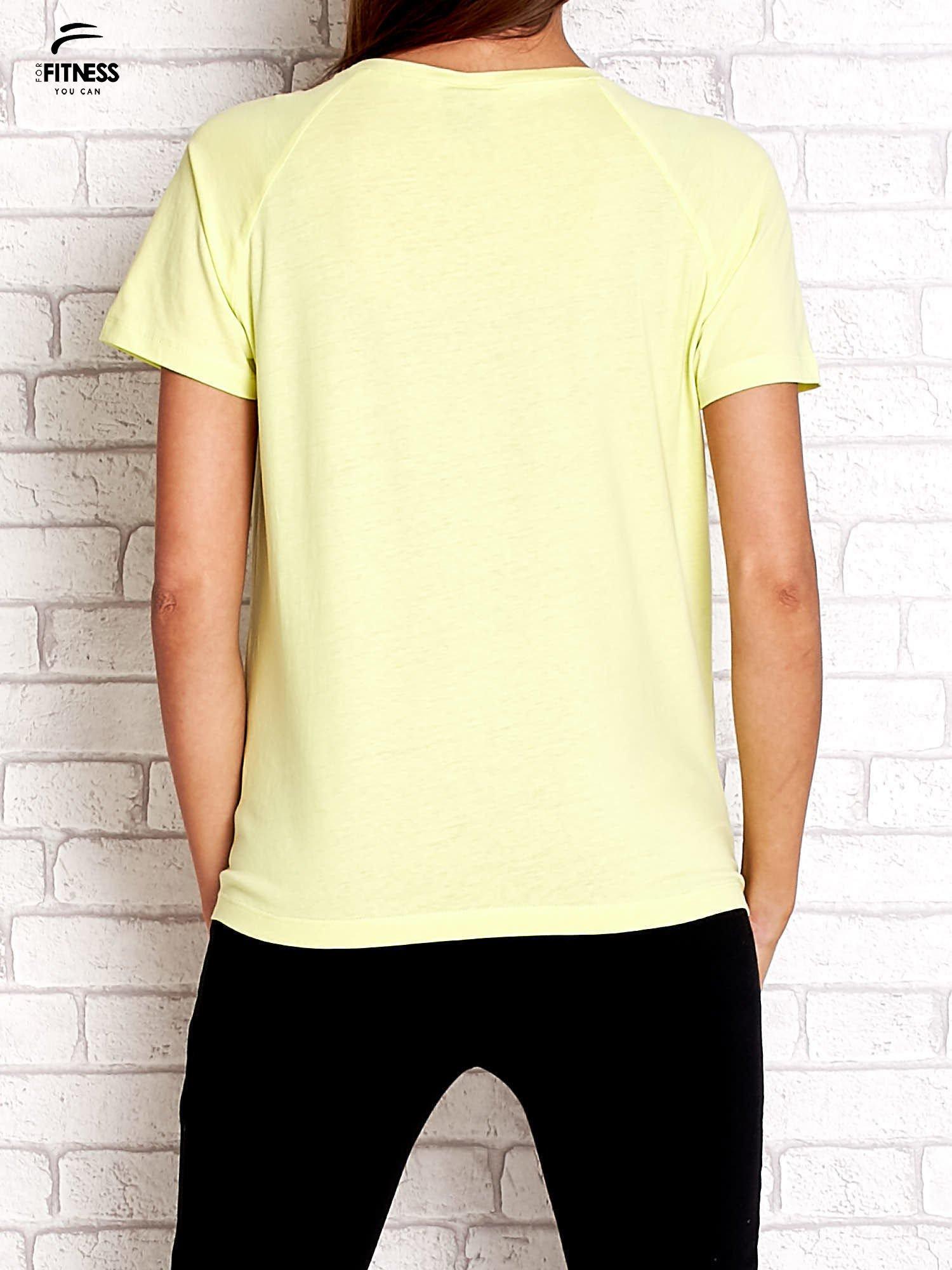 Zielony t-shirt z kwiatowym numerem 25                                  zdj.                                  2
