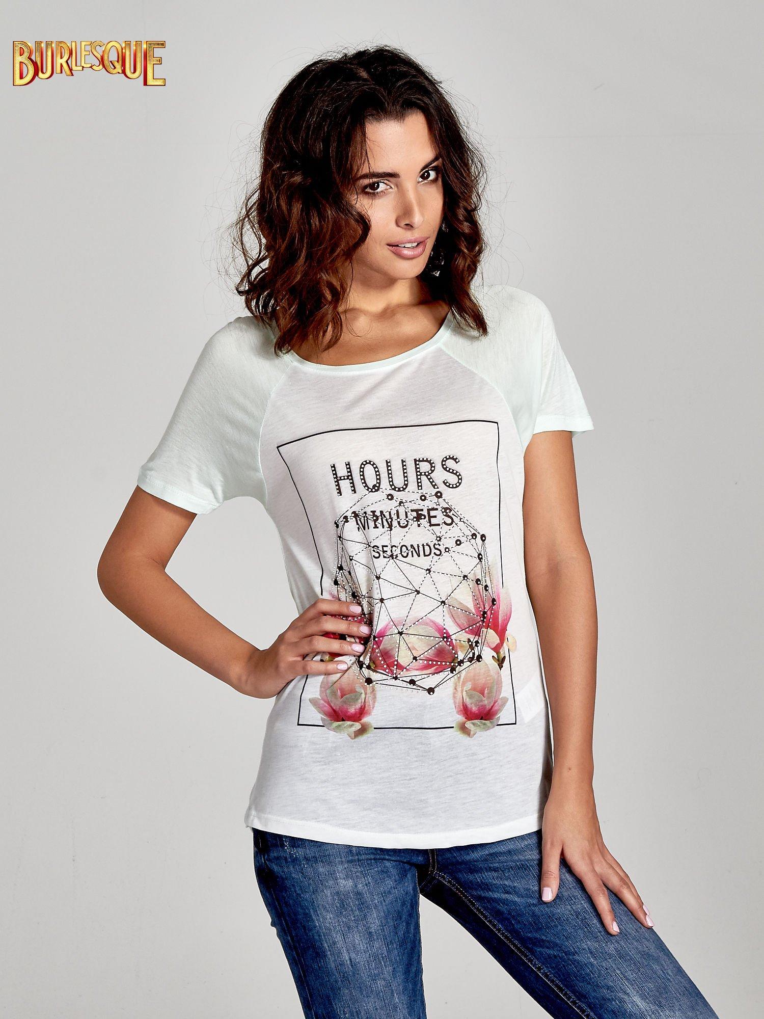 Zielony t-shirt z napisem HOURS MINUTES SECONDS z dżetami                                  zdj.                                  1