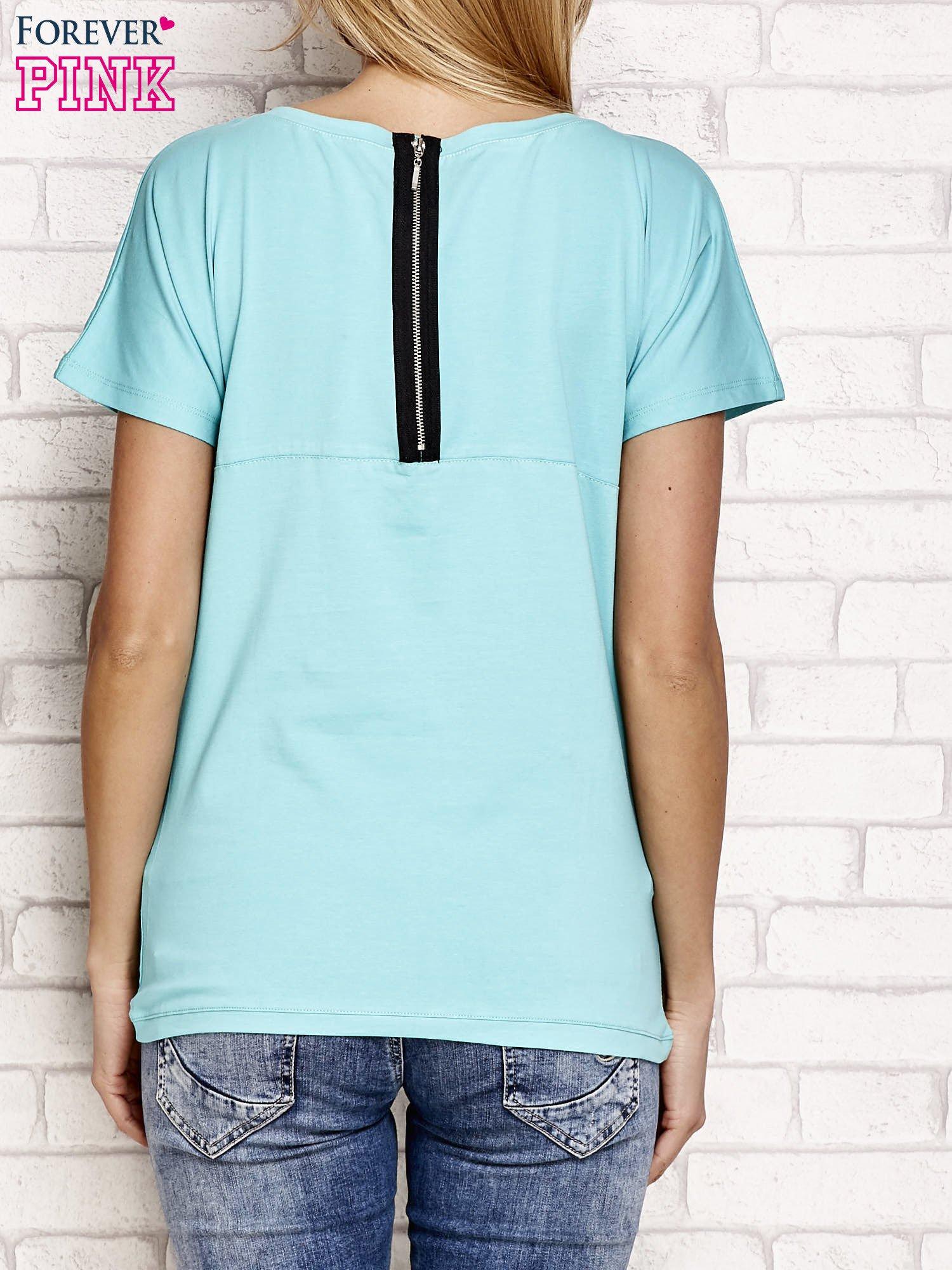 Zielony t-shirt z napisem J'ADORE LE NOIR                                  zdj.                                  2