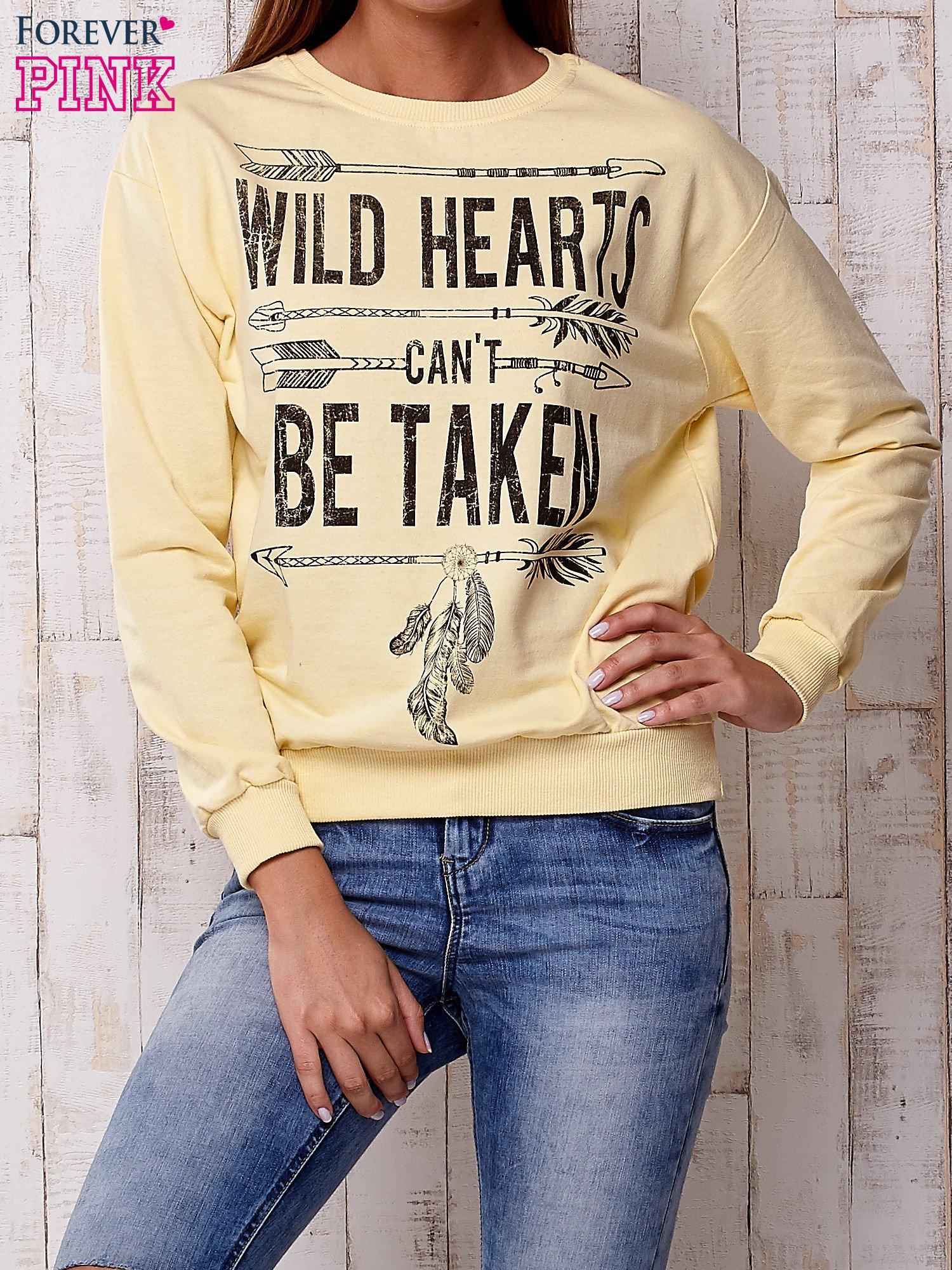 Żółta bluza z napisem WILD HEARTS CAN'T BE TAKEN                                  zdj.                                  2