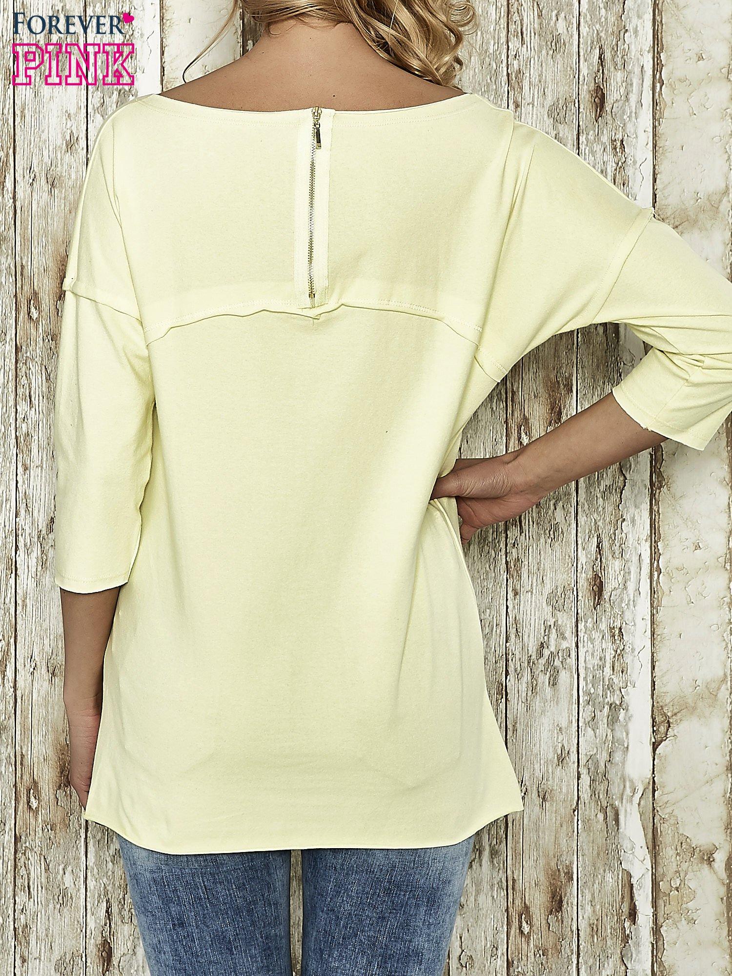 Żółta bluza ze złotym napisem i suwakiem                                  zdj.                                  3