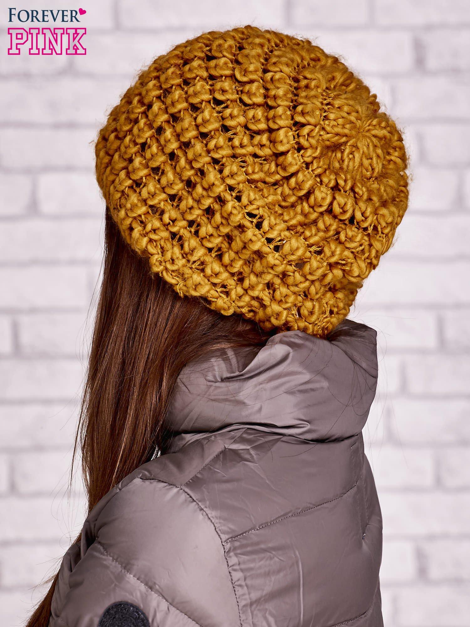 Żółta czapka z włóczki o grubym splocie                                  zdj.                                  2