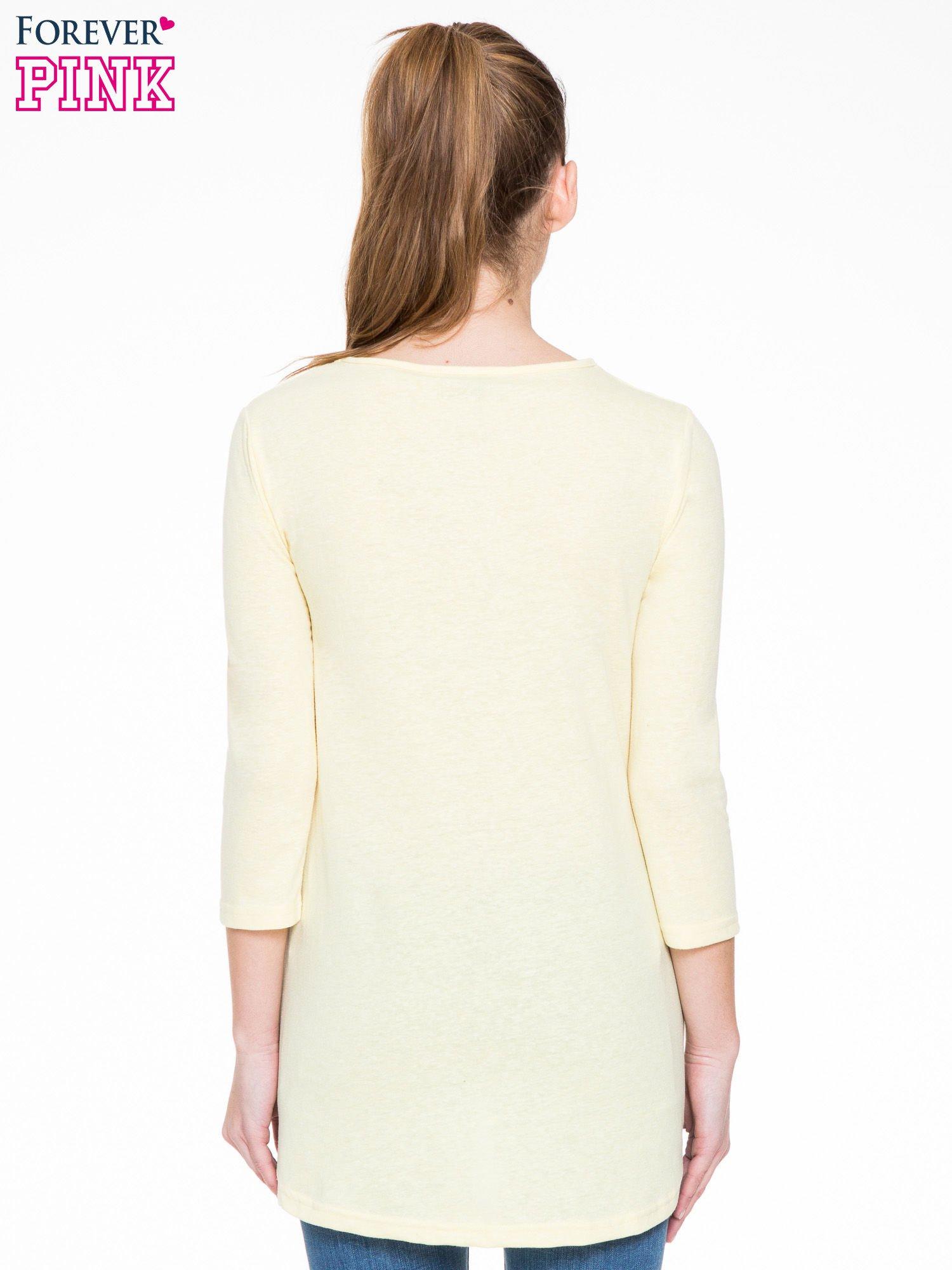 Żółta gładka bluzka z dłuższym tyłem                                  zdj.                                  4