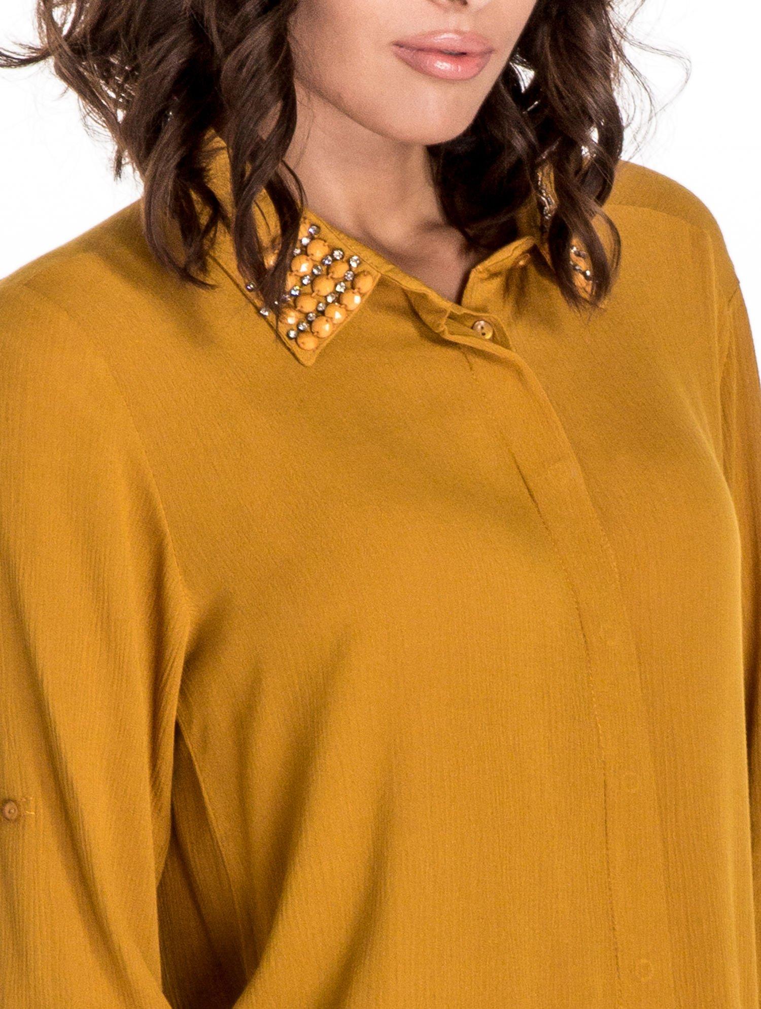 Żółta koszula z kołnierzykiem zdobionym kamieniami                                  zdj.                                  6