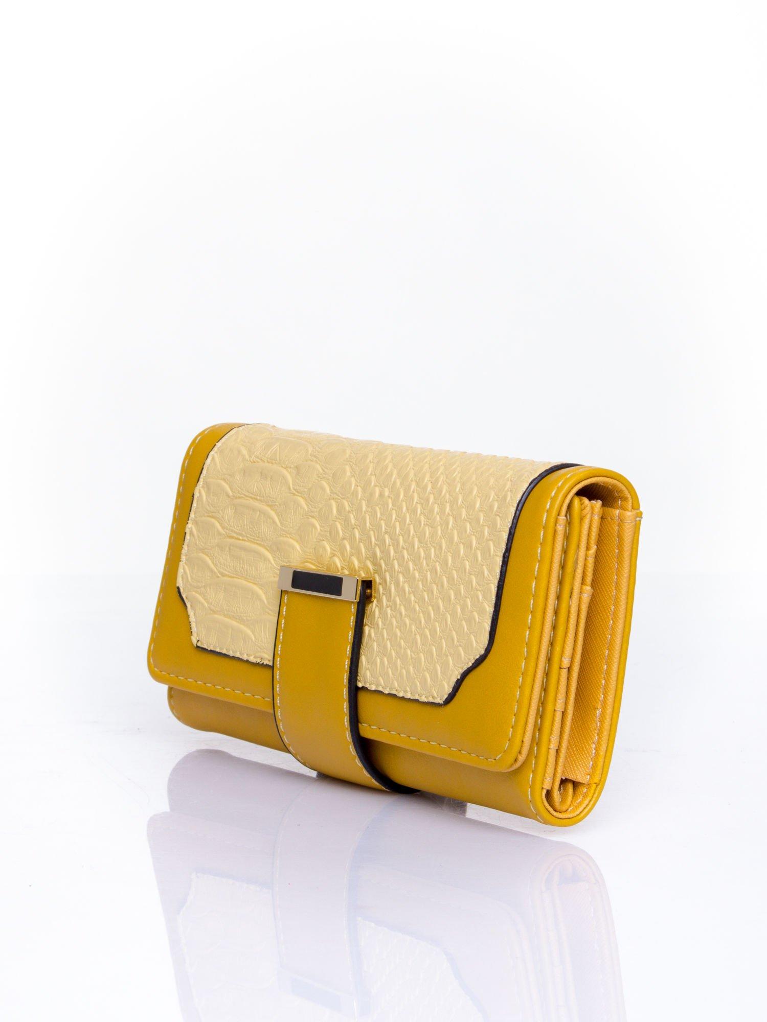 Żółty portfel z motywem skóry aligatora                                   zdj.                                  3
