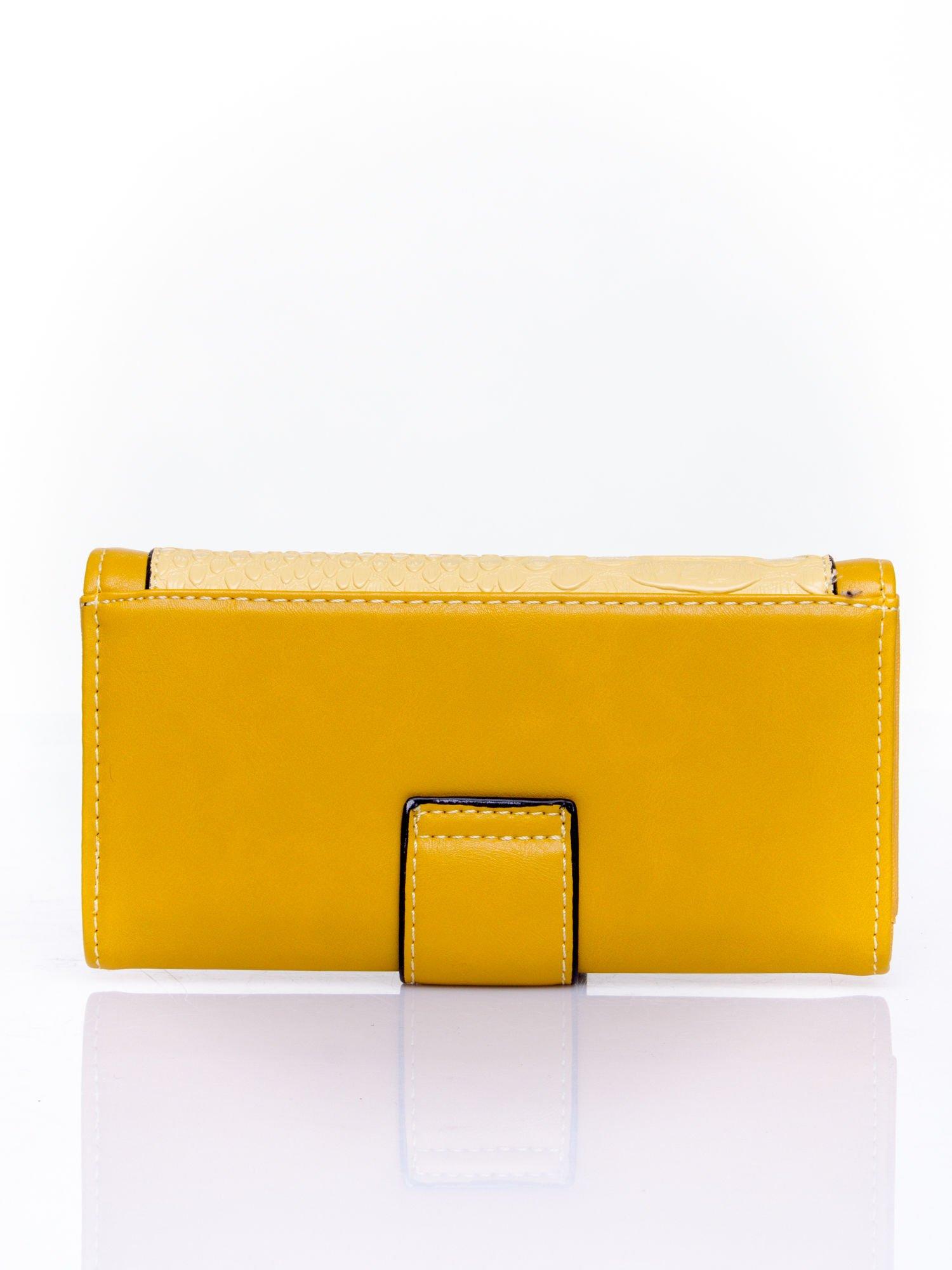 Żółty portfel z motywem skóry aligatora                                   zdj.                                  2
