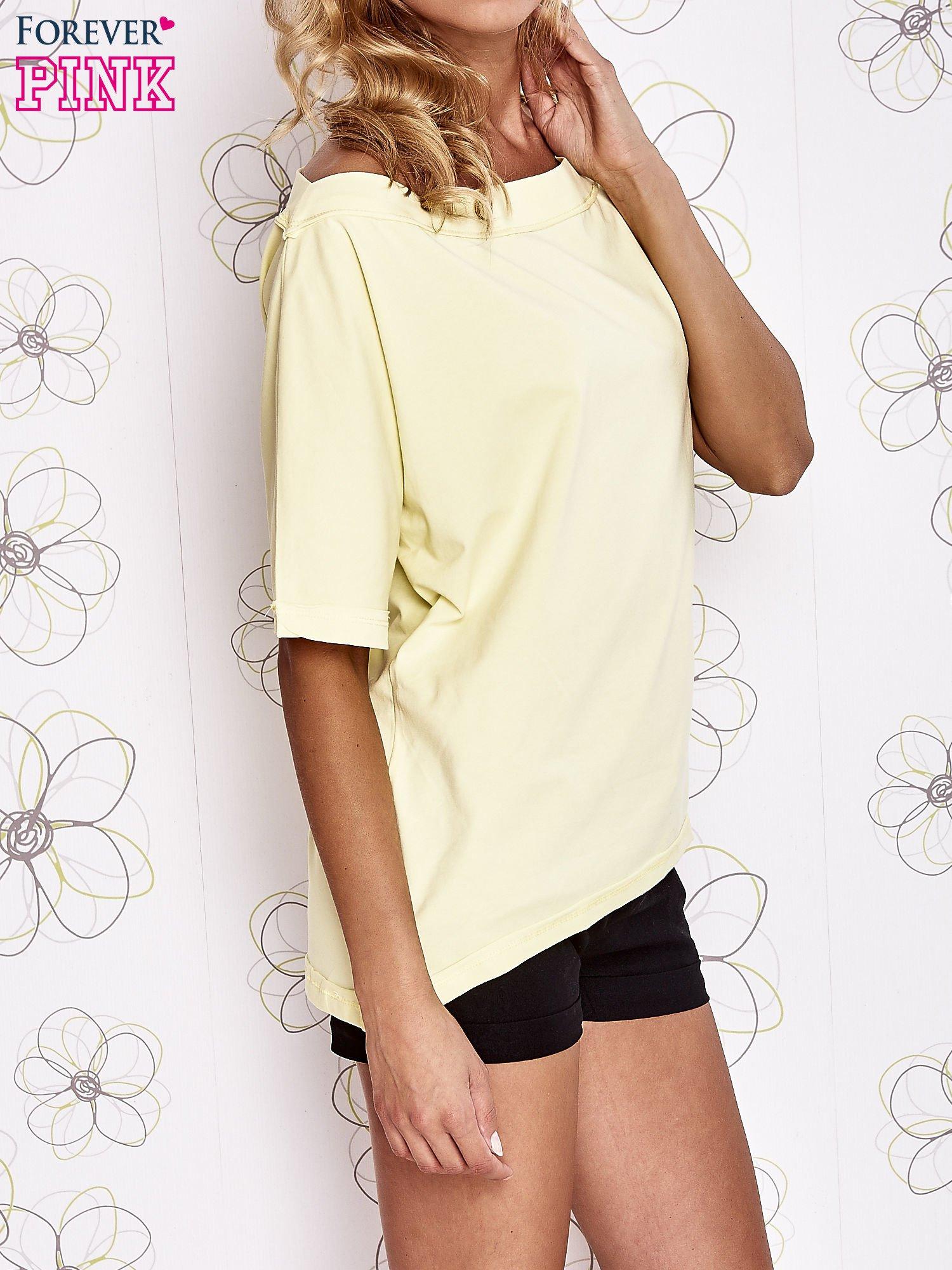 Żółty t-shirt z dekoltem w łódkę                                  zdj.                                  3