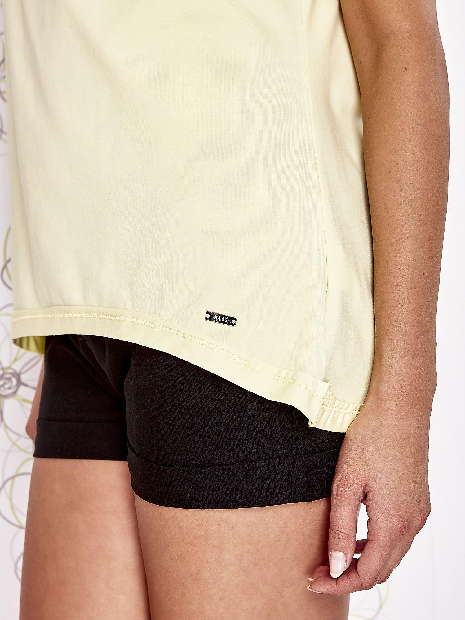 Żółty t-shirt z dekoltem w łódkę                                  zdj.                                  6