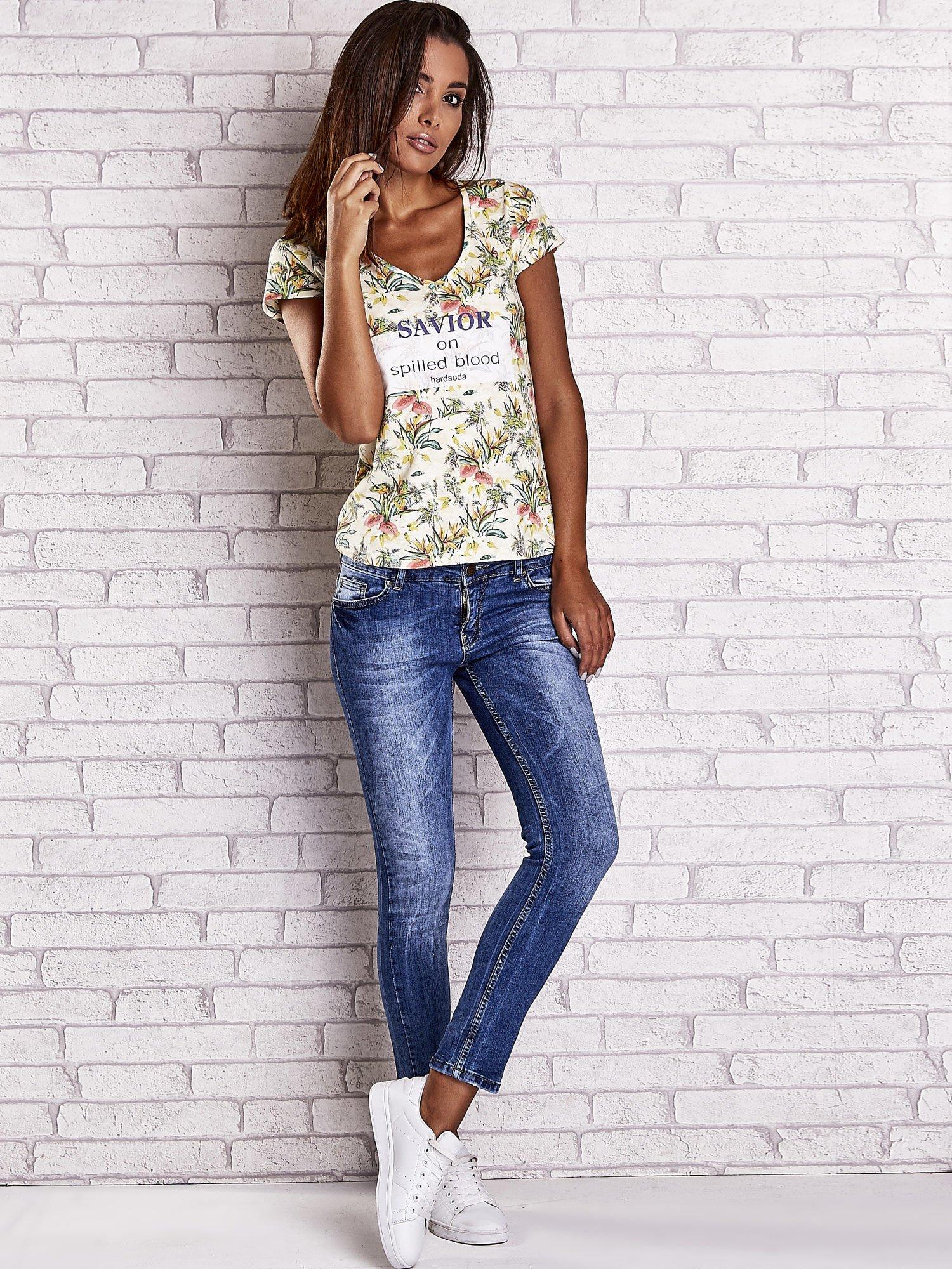 Żółty t-shirt z kwiatowym motywem i napisami                                  zdj.                                  4
