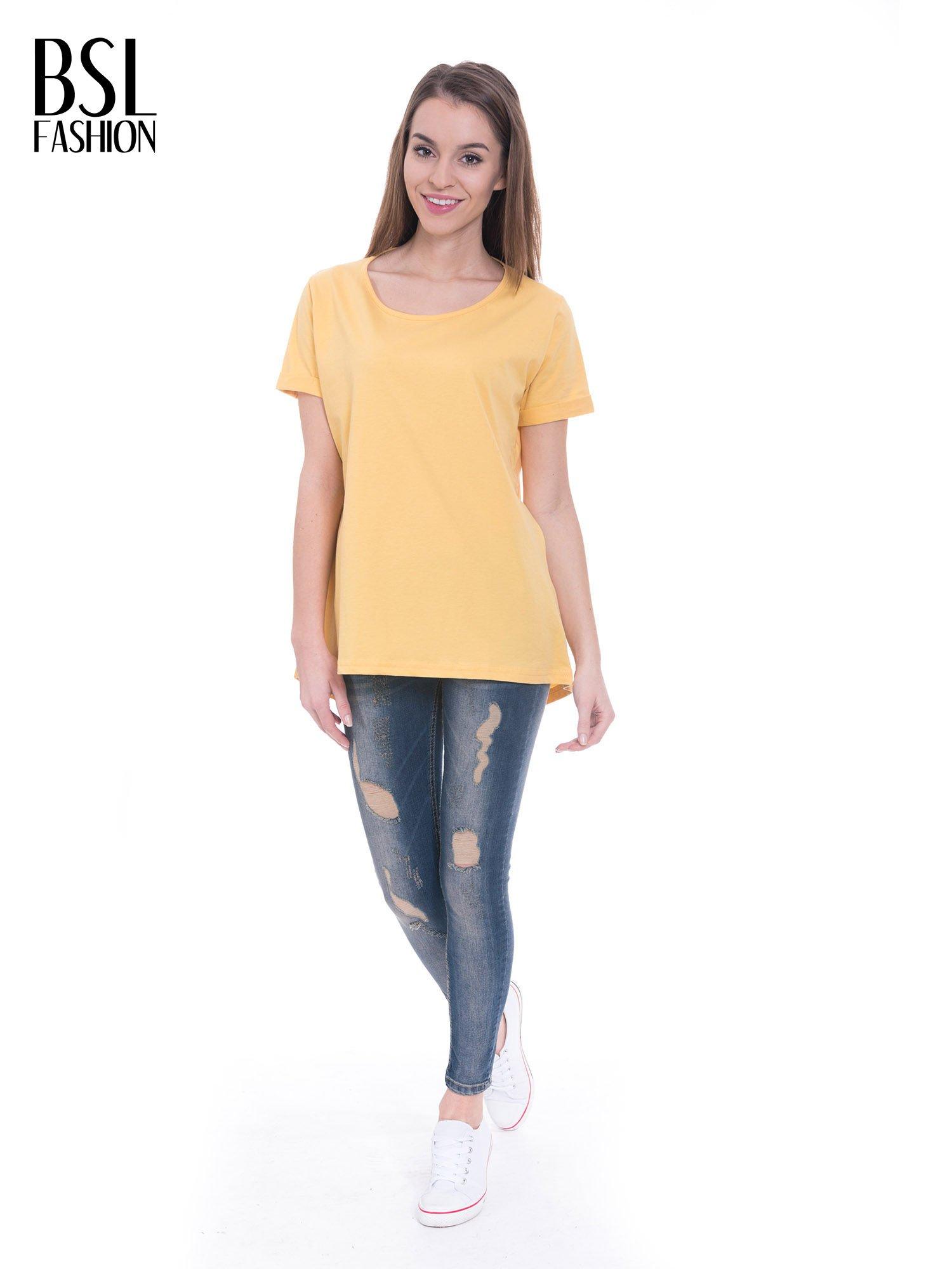 Żółty t-shirt z napisem ARTIST WANTED na plecach                                  zdj.                                  2