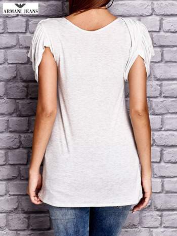 ARMANI Jasnoszary t-shirt z drapowanymi rękawami                              zdj.                              2