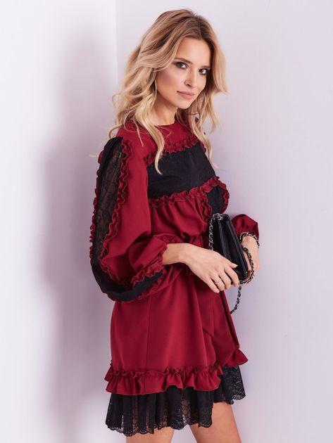 BY O LA LA Bordowa sukienka z koronką i falbankami                              zdj.                              7