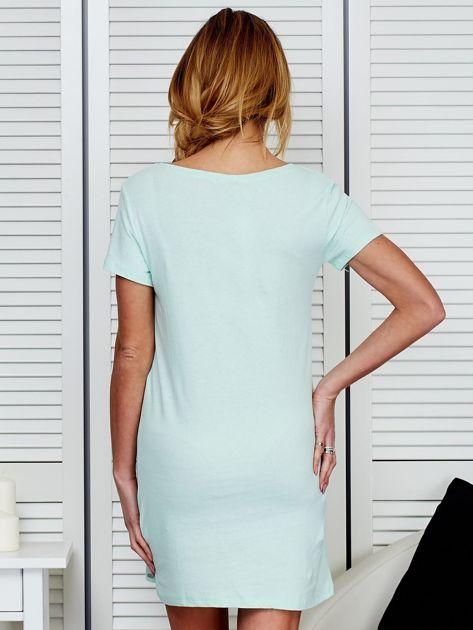 Bawełniana miętowa sukienka z napisami                              zdj.                              2