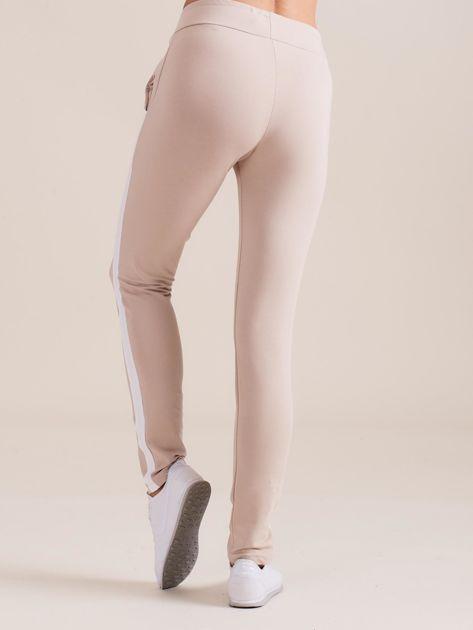 Bawełniane spodnie dresowe z lampasami beżowe                              zdj.                              3