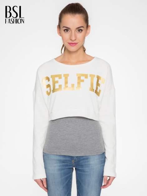 Beżowa bluza cropped ze złotym napisem SELFIE                                  zdj.                                  1