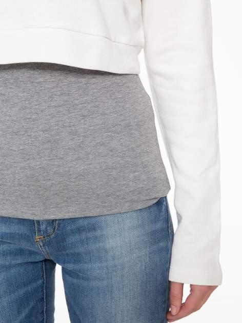 Beżowa bluza cropped ze złotym napisem SELFIE                                  zdj.                                  7