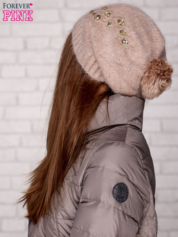 Beżowa czapka z angory z błyszczącą aplikacją                                  zdj.                                  2
