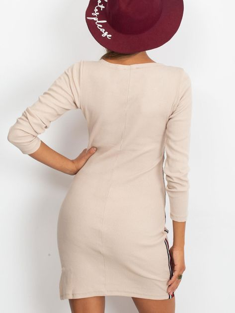 Beżowa dopasowana sukienka z lampasami                              zdj.                              2