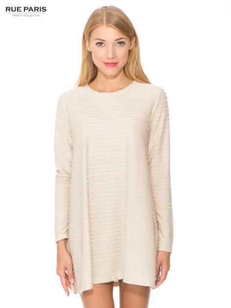 Beżowa dresowa sukienka w prążkowany wzór