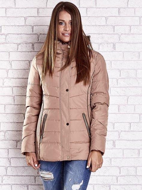 Beżowa kurtka zimowa ze skórzaną lamówką i futrzanym kapturem                              zdj.                              5
