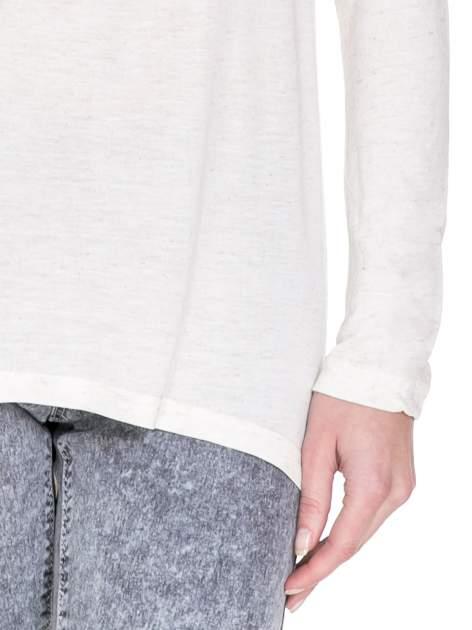 Beżowa melanżowa bluzka z dłuższym tyłem                                  zdj.                                  6