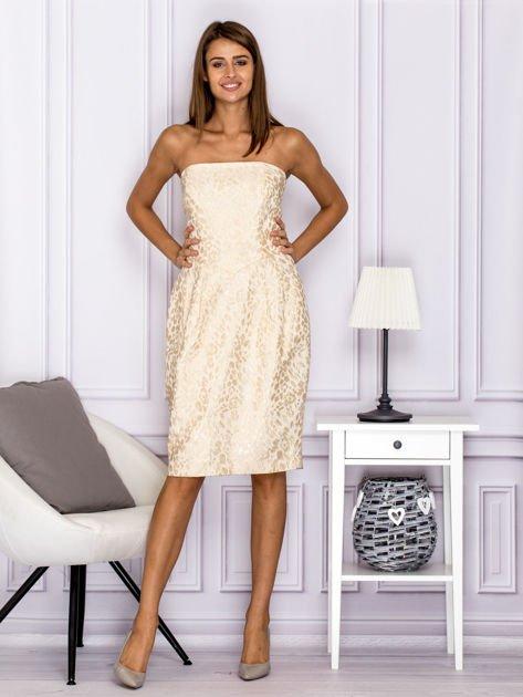 Beżowa sukienka o ozdobnej fakturze                              zdj.                              4