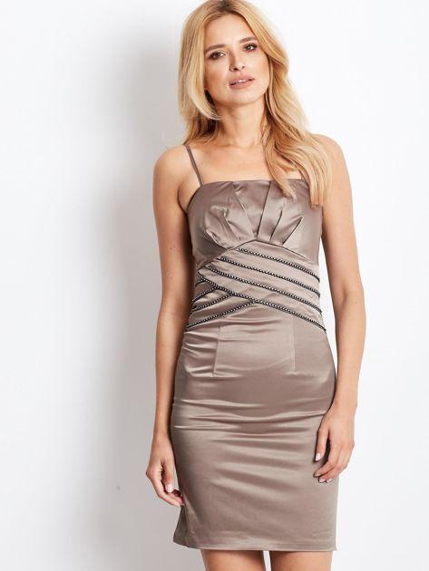 Beżowa sukienka z błyszczącą aplikacją                              zdj.                              1