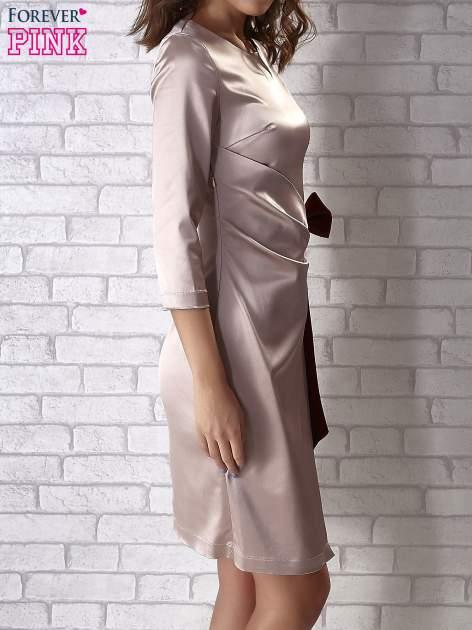Beżowa sukienka z bordową kokardą                                   zdj.                                  2
