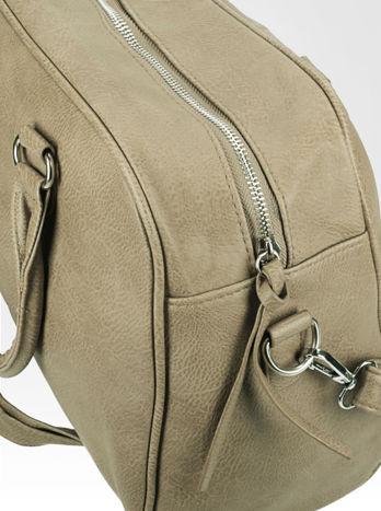 Beżowa torebka typu miękki kuferek z dodatkowym paskiem                                  zdj.                                  7