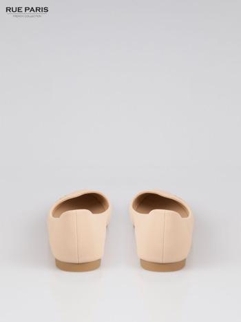 Beżowe baleriny faux leather Honey ze złotym logo                                  zdj.                                  3