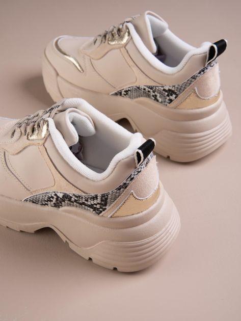 Beżowe buty sportowe na podwyższeniu z błyszczącą wstawką i zwierzęcym motywem                              zdj.                              3