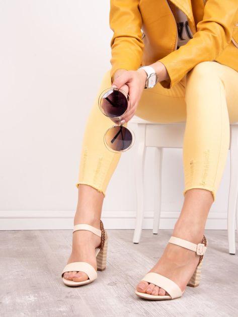 Beżowe sandały SABATINA z kolorowymi obcasami