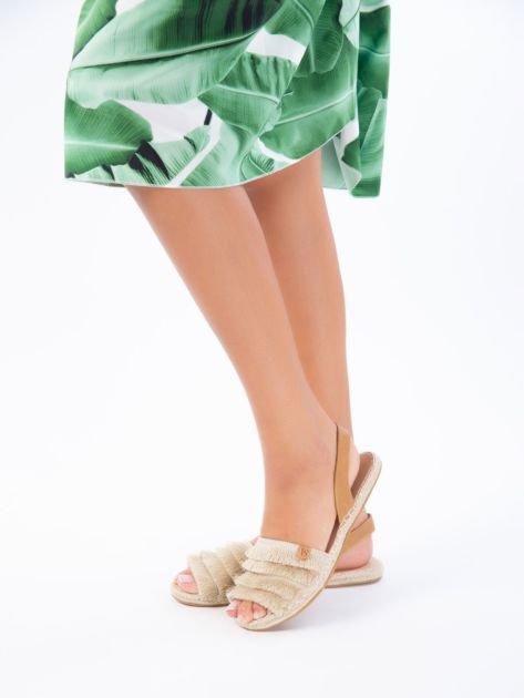 Beżowe sandały z ozdobnym frędzelkowym przodem                              zdj.                              2