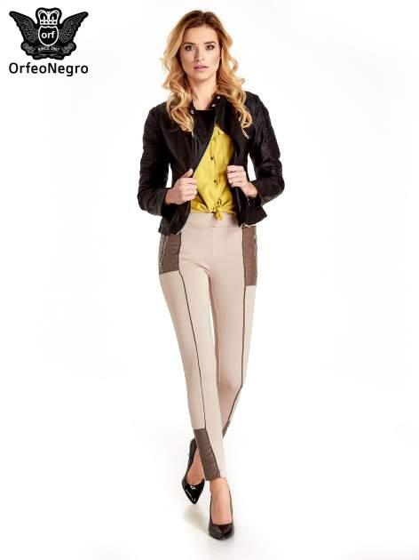 Beżowe spodnie w stylu motocyklowym ze skórzanymi wstawkami i suwakami                                  zdj.                                  2