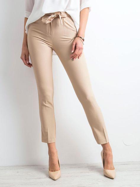 Beżowe spodnie z wiązaniem                              zdj.                              1