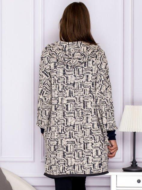 Beżowo-szary wzorzysty sweter z kapturem                              zdj.                              2