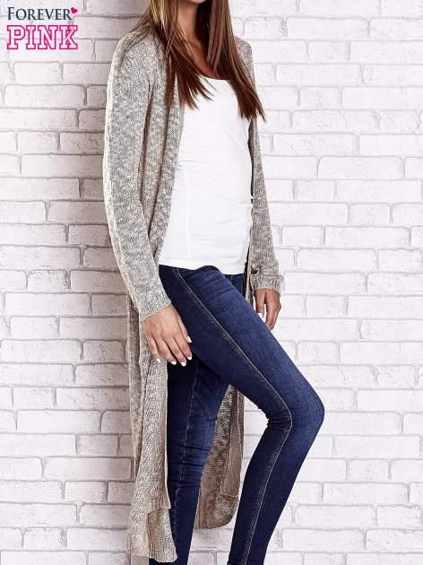 Beżowy ażurowany sweter z kieszeniami                                  zdj.                                  4