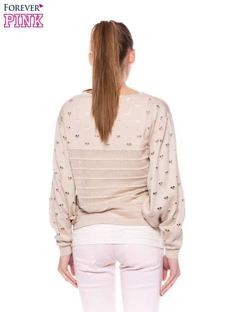 Beżowy ażurowy sweter w serduszka                                  zdj.                                  4
