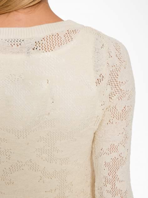 Beżowy ażurowy sweter z rękawami 3/4                                  zdj.                                  8