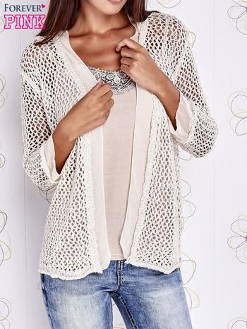 Beżowy ażurowy sweter z tiulowym wykończeniem rękawów                                  zdj.                                  1