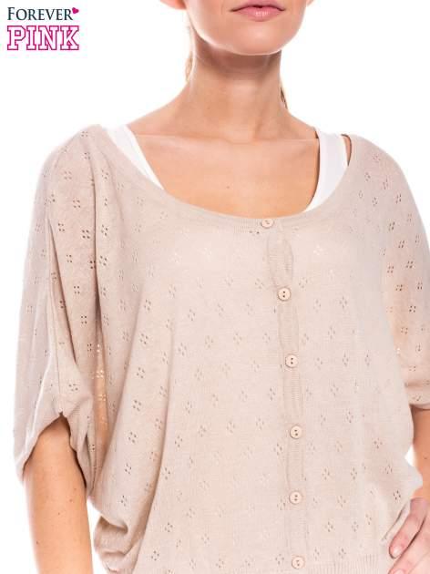 Beżowy ażurowy sweterek z krótkim rękawem                                  zdj.                                  4