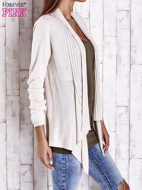Beżowy długi sweter z wykończeniem w prążki                                  zdj.                                  3