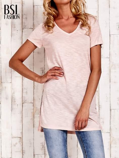 Beżowy długi t-shirt z rozporkami z boku                                  zdj.                                  1