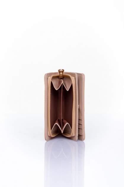 Beżowy portfel z plecionkowym wykończeniem                                  zdj.                                  4