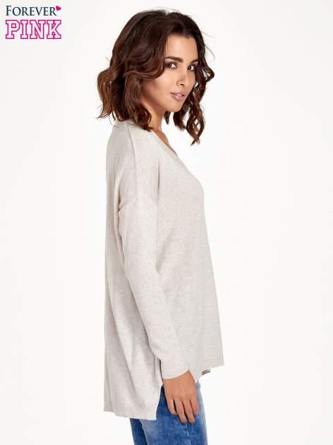 Beżowy sweter V-neck z rozporkami                                  zdj.                                  3