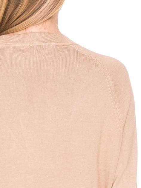 Beżowy sweter kardigan z bocznymi kieszeniami                                  zdj.                                  8