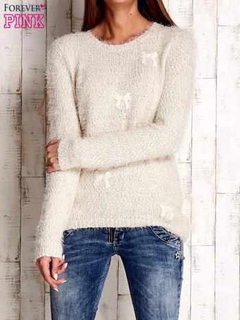 Beżowy sweter long hair z kokardkami                                  zdj.                                  1