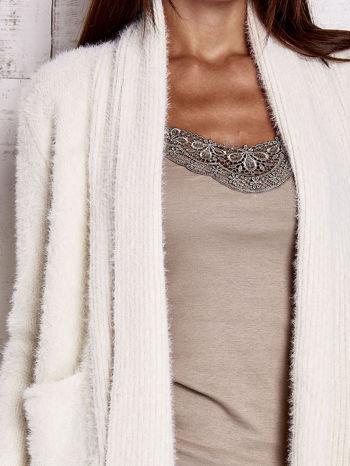 Beżowy sweter oversize z kieszeniami                                  zdj.                                  6