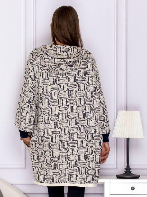 Beżowy sweter w fantazyjny deseń                               zdj.                              2